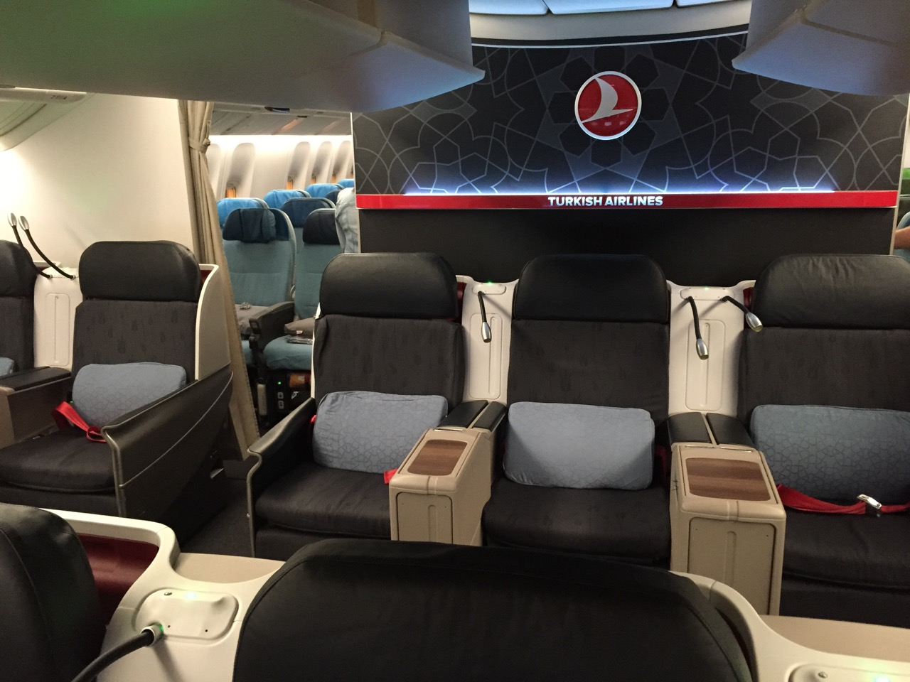 turkish airlines 77w business class ord ist the. Black Bedroom Furniture Sets. Home Design Ideas